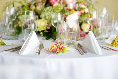 Beautiful table setting with crockery and flowers for a party, wedding reception or other festive event Royalty Free Stock Photos