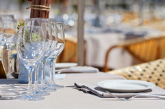 Beautiful table setting in an outdoor restaurant Royalty Free Stock Photos