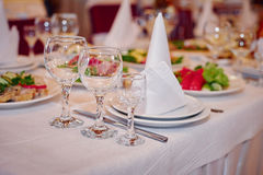 Beautiful table setting for a wedding banquet in restaurant Stock Photography