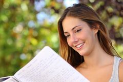 Free Beautiful Teenager Girl Studying Reading A Notebook Outdoor Royalty Free Stock Photos - 33800608