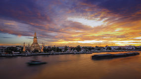 Beautiful temple along the Chao Phraya river  (Phra Prang Wat Arun in Bangkok). Wat Arun is among the best known of Thailand's landmarks and the first light of Royalty Free Stock Photos