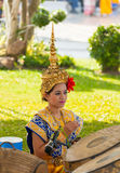 :The beautiful Thai folk dancer playing small cup-shaped cymbals Stock Photography