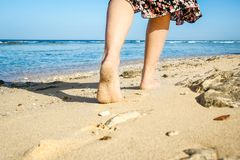 Free Beautiful Traces With Feet On Sea Nature Background Royalty Free Stock Images - 142512049