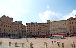Central Medieval square Piazza del Campo with toursts, Siena, Italy Royalty Free Stock Photos
