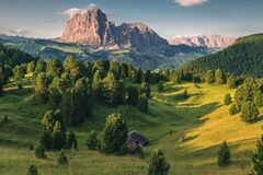 Free Beautiful View On Italian Dolomites Alps. Alpe Di Siusi Or Seiser Alm With Sassolungo Or Langkofel Mountain Royalty Free Stock Photography - 174246637