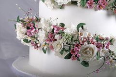 Close up image of Wedding Cake with Sugar Flowers royalty free stock images