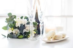Beautiful wedding decoration with champagne and flowers, elegant Royalty Free Stock Photography