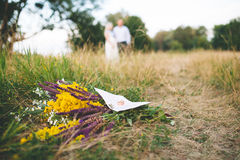 Beautiful wedding flowers bouquet on the green grass Royalty Free Stock Photos