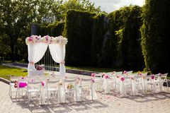 Beautiful wedding set up. With pink pionies and orchids Stock Photography