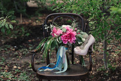 Free Beautiful Wedding Shoes With High Heels And A Bouquet Of Colorful Flowers On A Vintage Chair On The Nature Royalty Free Stock Image - 66156826