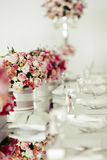 Beautiful wedding table arrangement Royalty Free Stock Photography