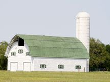 Beautiful white barn Royalty Free Stock Images