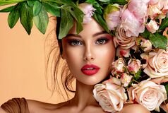 Free Beautiful White Girl With Flowers. Stunning Brunette Girl With Big Bouquet Flowers Of Roses. Closeup Face Of Young Beautiful Woman Royalty Free Stock Photography - 188607167