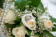 Beautiful white wedding bouquets in basket backgraound bouquet flowers rose / wedding rings Stock Image