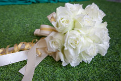 Beautiful white wedding flowers bouquet on the green grass Royalty Free Stock Images