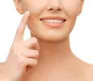 Beautiful woman applying moisturizing cream Royalty Free Stock Photos