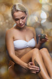 Beautiful woman applying therapeutic mud in spa Royalty Free Stock Photos