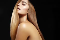 Beautiful woman with beautiful straight shiny hair, fashion makeup. Glamour make-up. Beautiful smooth hairstyle Royalty Free Stock Photos