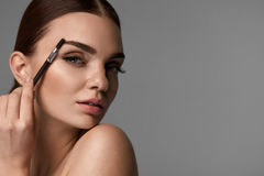 Free Beautiful Woman Brushing Eyebrows With Brow Tool Royalty Free Stock Photos - 90868608