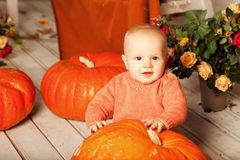 Beautiful woman with a child on the front porch with pumpkins au Stock Photos