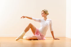 Beautiful woman dancer practicing ballet in studio Royalty Free Stock Photos