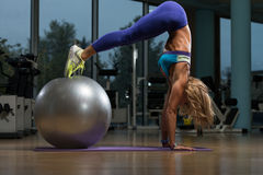 Beautiful Woman Doing Pike Up With Stability Ball Royalty Free Stock Photography