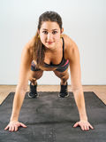 Beautiful woman doing pushups Royalty Free Stock Photography