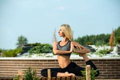 Beautiful woman doing yoga out-of-doors shot Royalty Free Stock Photography