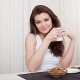 Beautiful woman enjoying tea and cookies Royalty Free Stock Photos