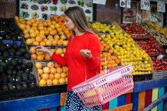 Beautiful woman grocery shopping at the supermarket Royalty Free Stock Photography