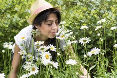 Beautiful woman with hat in a daisy field Royalty Free Stock Photos