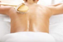 Beautiful woman having exfoliation treatment in spa Royalty Free Stock Photos