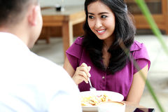 Beautiful woman having lunch together with her boyfriend Royalty Free Stock Photos