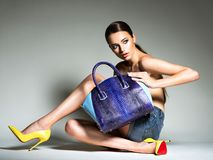 Beautiful woman in high heels holds handbag. Royalty Free Stock Photos