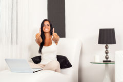 Beautiful woman with laptop and thumbs up Royalty Free Stock Photos