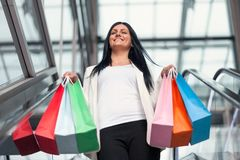 Beautiful woman leaving the mall with plenty of shopping bags Royalty Free Stock Photos