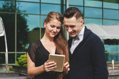 Beautiful woman and man looking at tablet pc Royalty Free Stock Photo