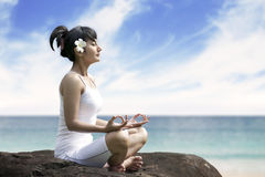 Beautiful woman meditating by the sea Royalty Free Stock Photos