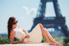 Beautiful woman in Paris background the Eiffel tower Royalty Free Stock Photos