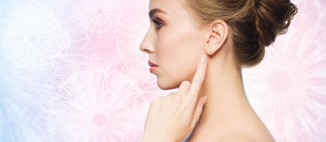 Beautiful woman pointing finger to her ear Royalty Free Stock Photo