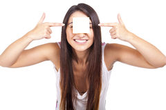 Beautiful woman with post-it stuck on forehead Royalty Free Stock Photos