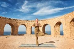 Beautiful woman practicing yoga Royalty Free Stock Photos
