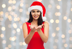 Beautiful woman in santa hat showing empty hands Royalty Free Stock Images