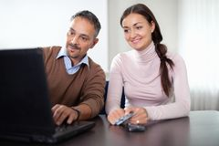 Beautiful woman sitting with a man using laptop Royalty Free Stock Photo