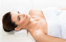 Beautiful woman on a spa massage procedure Royalty Free Stock Photos