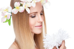 Beautiful woman with straight hair and flowers Royalty Free Stock Photos