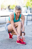 A beautiful woman tying her shoelaces Royalty Free Stock Photos