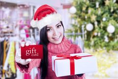 Woman shows gift card at mall Royalty Free Stock Photo