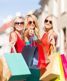 Beautiful women with shopping bags in the ctiy Royalty Free Stock Images