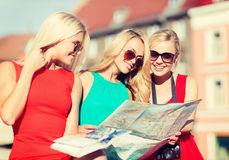 Beautiful women with tourist map in the city Royalty Free Stock Photos
